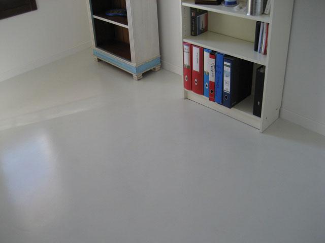 Pavimentazione-e-rivestimento-pareti-di-un-ufficio-1