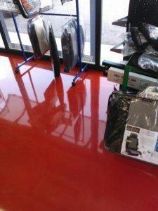Pavimenti in Resina, caratteristiche e tipologie - La resina è, attualmente, entrata a tutti gli effetti a fare parte dei materiali edilizi di assoluto pregio